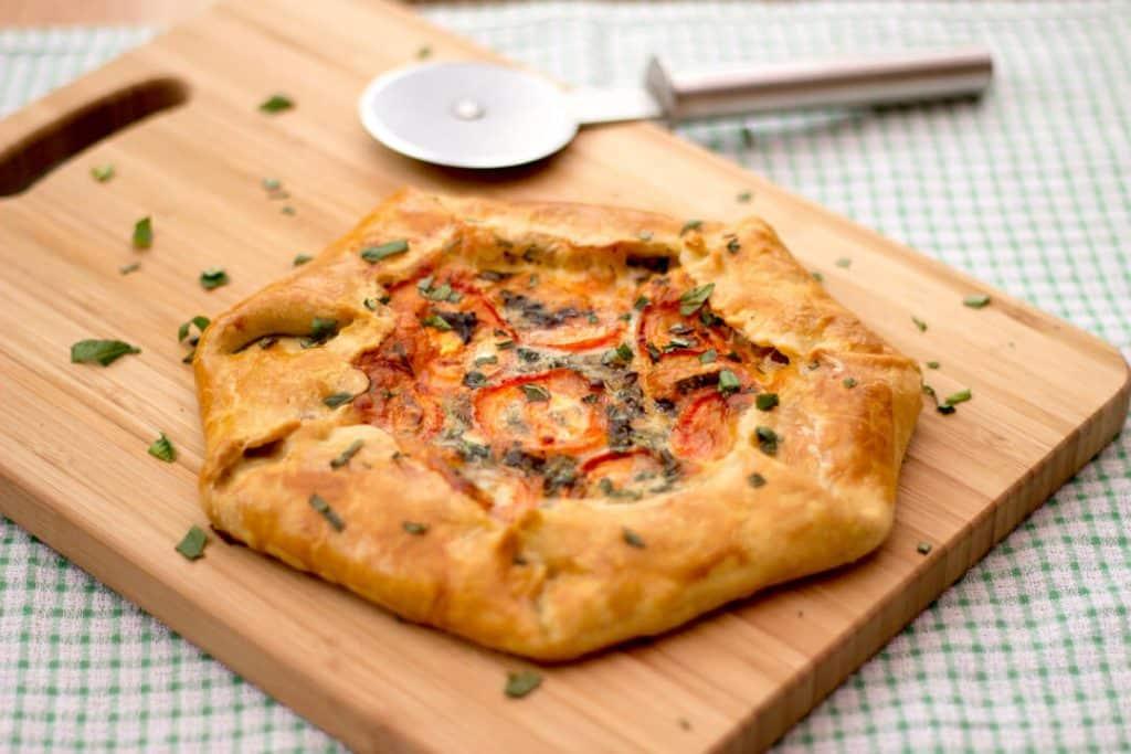 Galette | Tomato & Mozzarella | Tasty | Pastry | Pizza | Easy